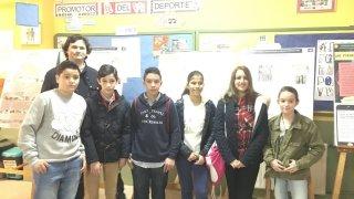 6 de los alumnos del Colegio Santísima Trinidad de Plasencia de 2° de ESO, participantes de la Olimpiada Matemática junto a su profesor José Jarones Bueno