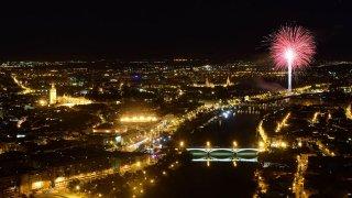 Las mejores imágenes del fin de fiesta en la Feria de Abril desde la Torre Sevilla y el puente de Triana
