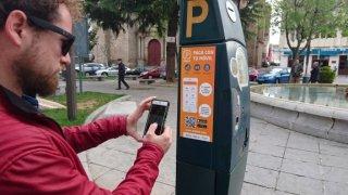 El estacionamiento en la zona azul ya puede gestionarse a través del teléfono móvil.