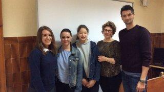 La soprano placentina, Elena Rey, con miembros de News on Fire y su tutora y el profesor de Música, Sergio Palomero.
