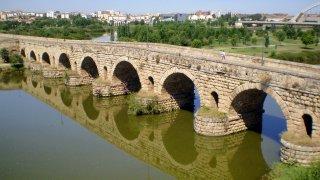 Fotografía del puente de Mérida, lugar donde sucedieron los hechos.