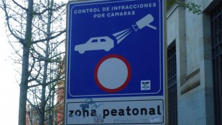 cartel que indica los controles