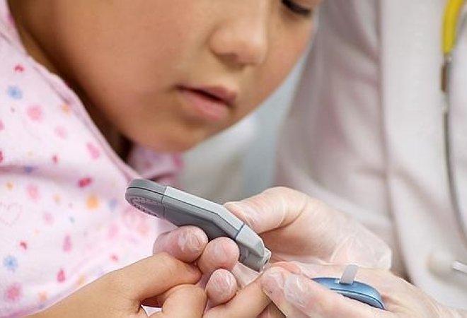 niña con diabete