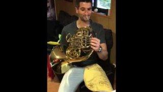 Nuestro profesor de música Sergio Palomero, también Director de la Banda Municipal Ciudad de Plasencia, nos ofrece una interpretación exclusiva de trompa.