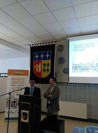 Badajoz Contigo se presenta en El Tomillar