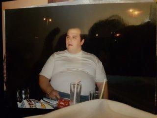 Este es Raúl hace unos años, con 140kgs y medio