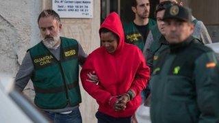 Ana Julia siendo detenida.