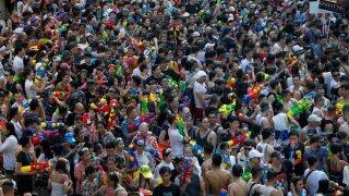 Batallas de agua en Tailandia/ SOE ZEYA TUN (REUTERS)