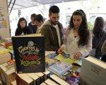 Los libros sobre mujeres relevantes de la historia proliferan en la Feria del Libro de Cáceres.