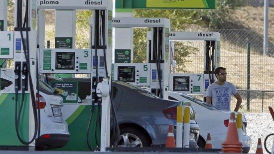 Los extremeños pierden 200 euros al año en carburante.