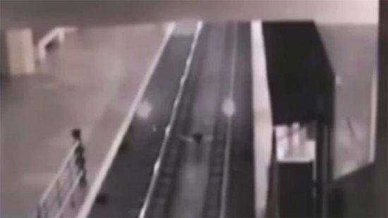 El tren fantasma que recoge a pasajeros imaginarios