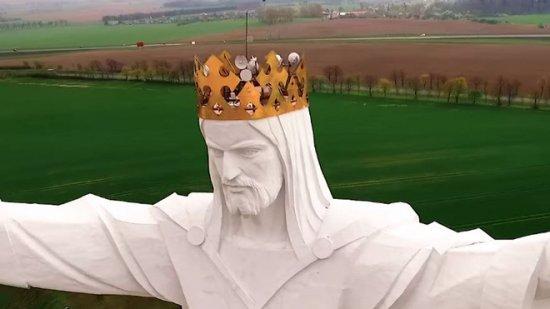 El Cristo más alto del mundo tiene unas antenas en la cabeza pero nadie sabe por qué