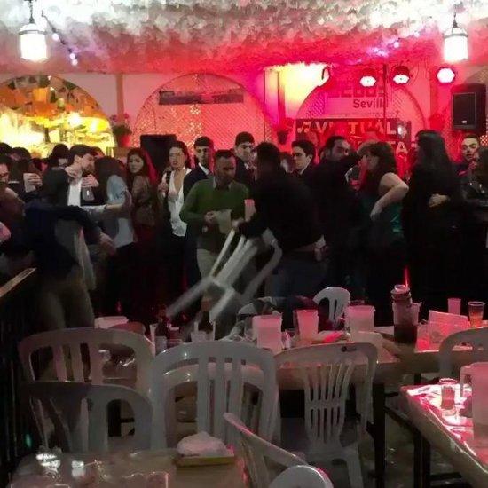 Pelea a sillazos en la caseta de CC OO de La Feria de Sevilla