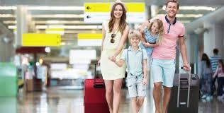 La utilización de maletas de cuatro ruedas perjudican menos a la espalda que las de dos