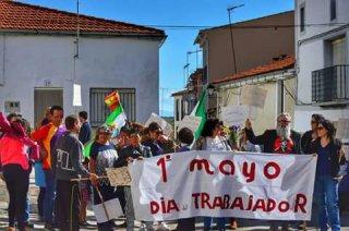 Torrejoncillonos en la manifestación del día del trabajador