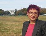 Anna Bosch ante la Casa Blanca. CEDIDA