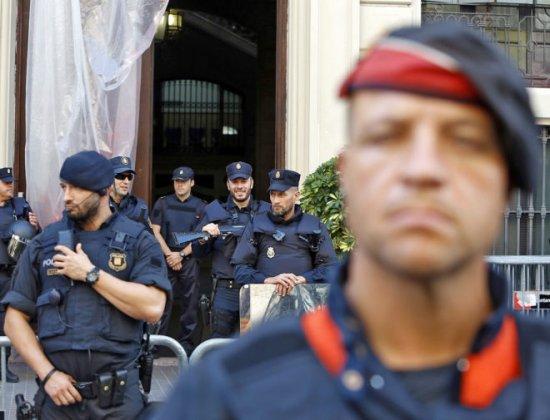 Interrogan a 25 mossos por espiar el 1-O a la Policía Nacional y a la Guardia Civil.