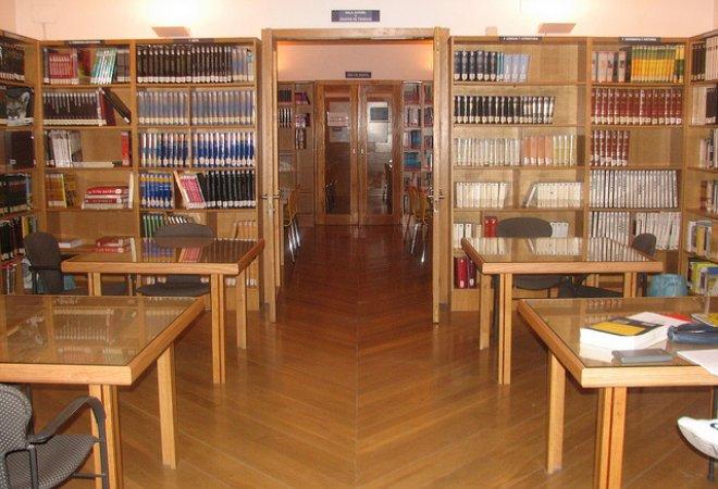 Sala de referencia de la biblioteca de Don benito. Fuente: yahoo
