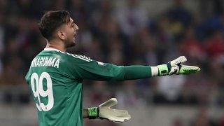 Gianluigi Donnarumma se lamenta tras encajar uno de los goles.