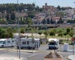 Estacionamiento al lado del parque del río. Fernando Mena
