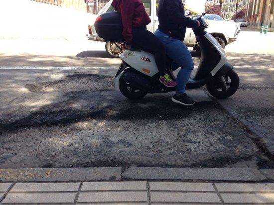 Baches en calle de las traseras de Simago