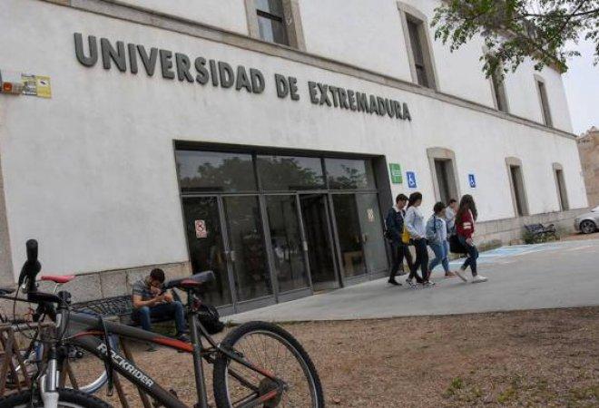 La facultad de la Alcazaba será la sede donde se impartirá el  nuevo grado de Periodismo