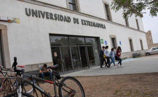 La UEx ofertará 60 plazas del grado de Periodismo el próximo curso